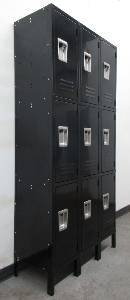 Gray Three Tier Metal Lockersimage 1
